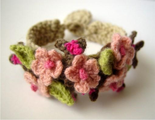 Вязанные украшения можно носить как отдельное украшение или использовать...